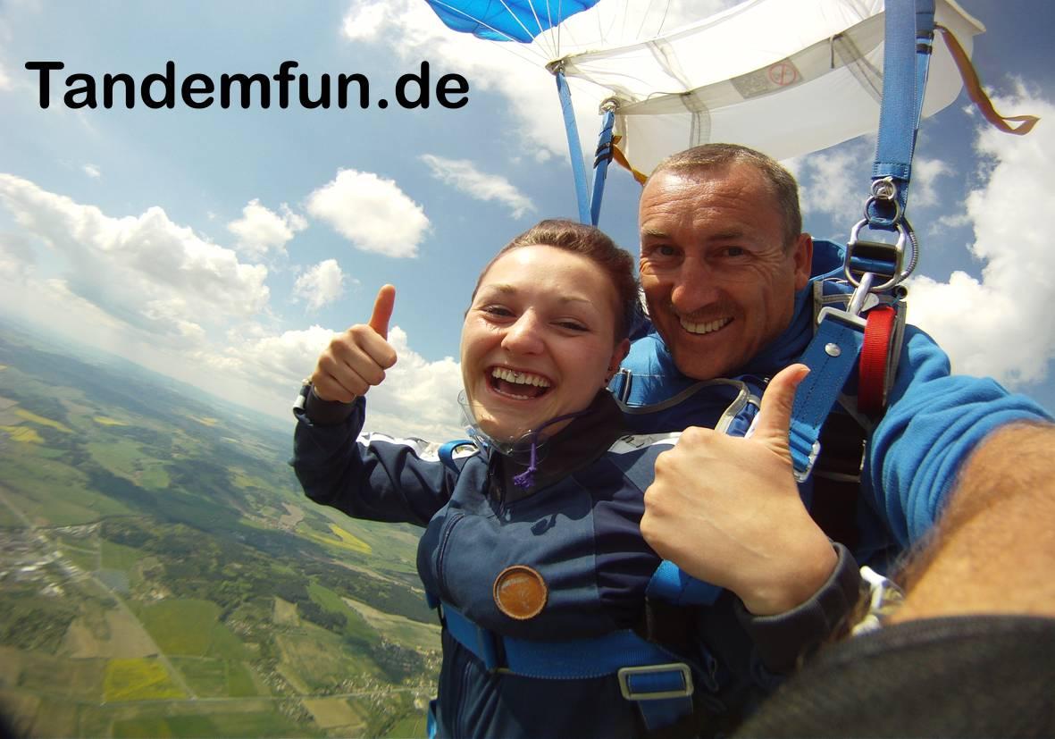 Fallschirmspringen-Rothenburg-ob-der-Tauber5a61cb3a1244d