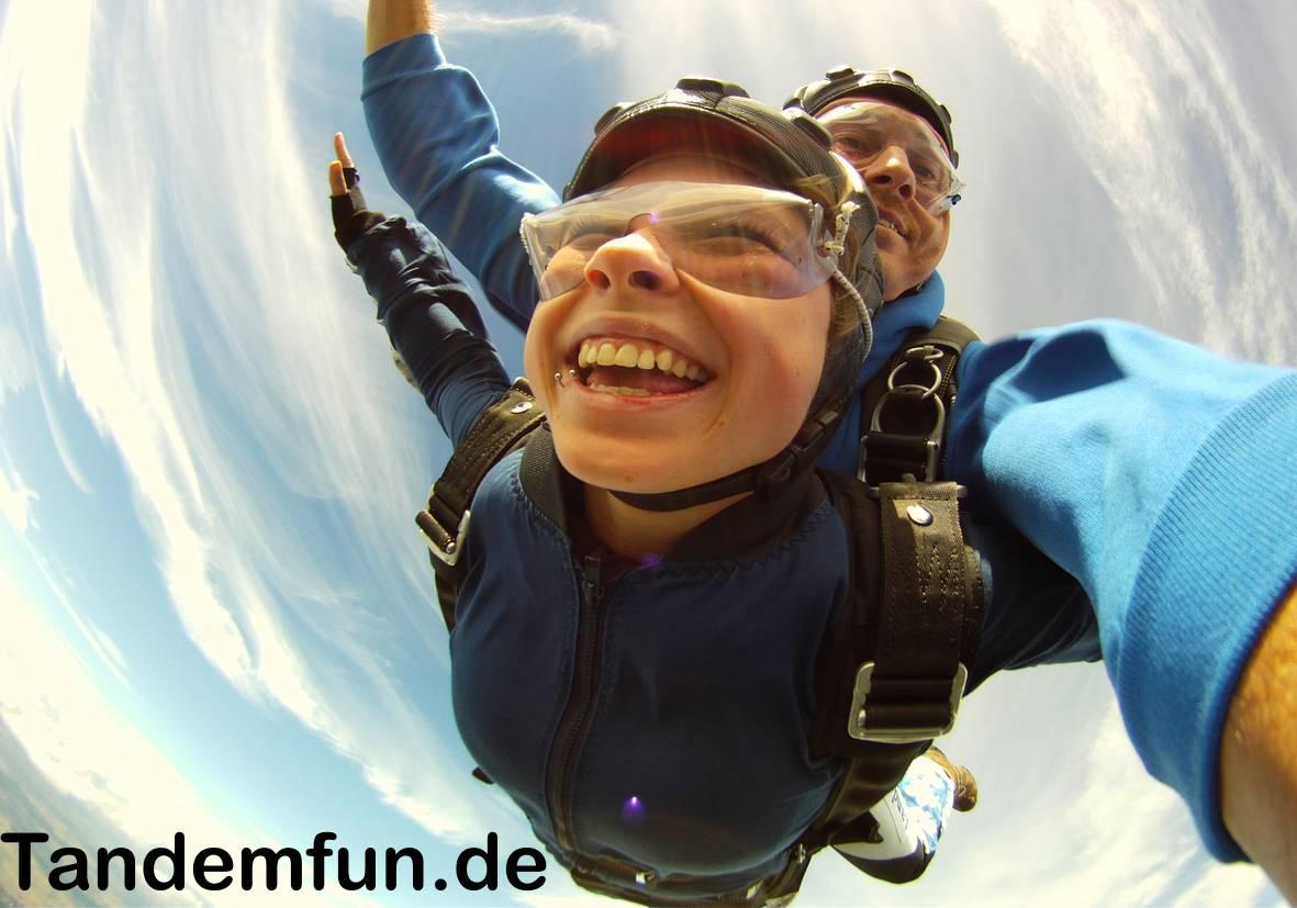 Fallschirmsprung-Rothenburg-ob-der-Tauber